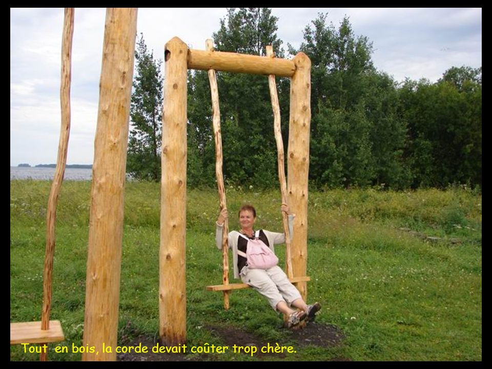 Tout en bois, la corde devait coûter trop chère.