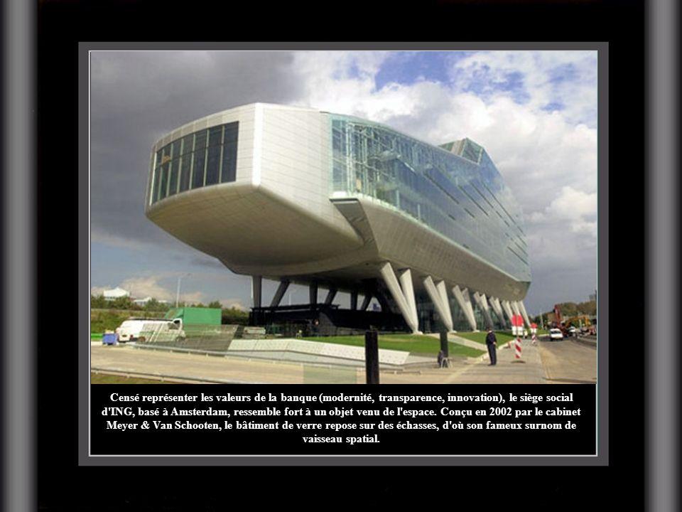 Censé représenter les valeurs de la banque (modernité, transparence, innovation), le siège social d'ING, basé à Amsterdam, ressemble fort à un objet v