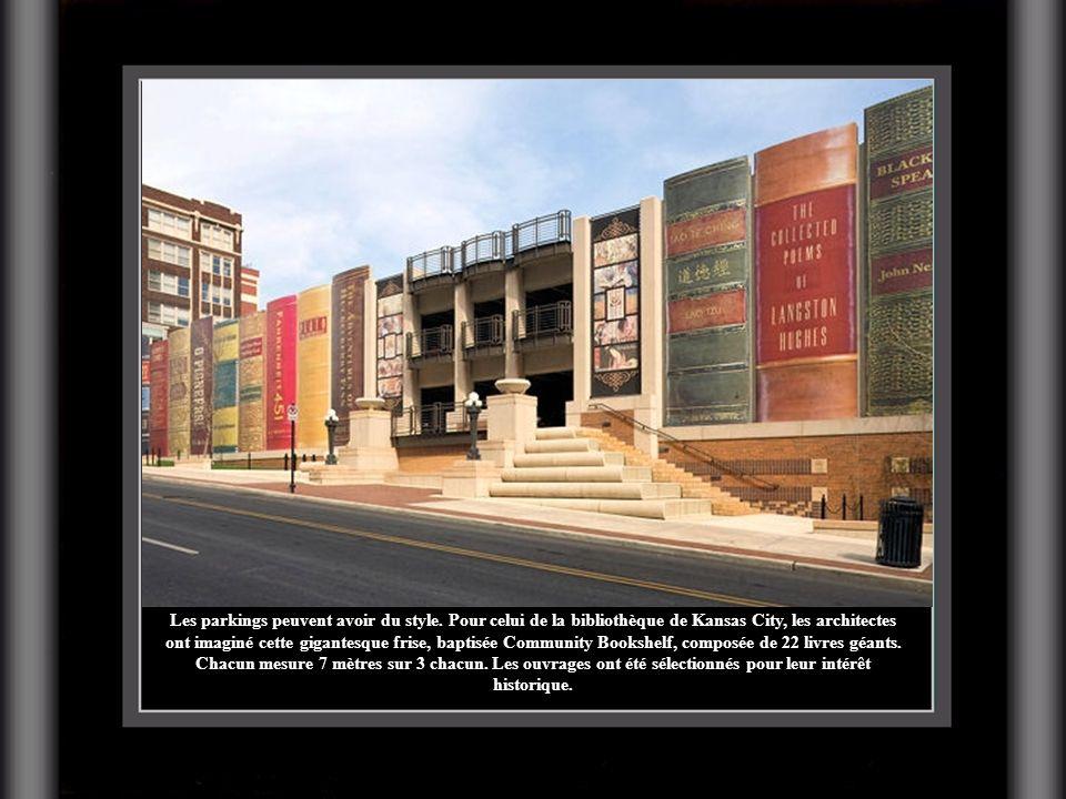 Les parkings peuvent avoir du style. Pour celui de la bibliothèque de Kansas City, les architectes ont imaginé cette gigantesque frise, baptisée Commu