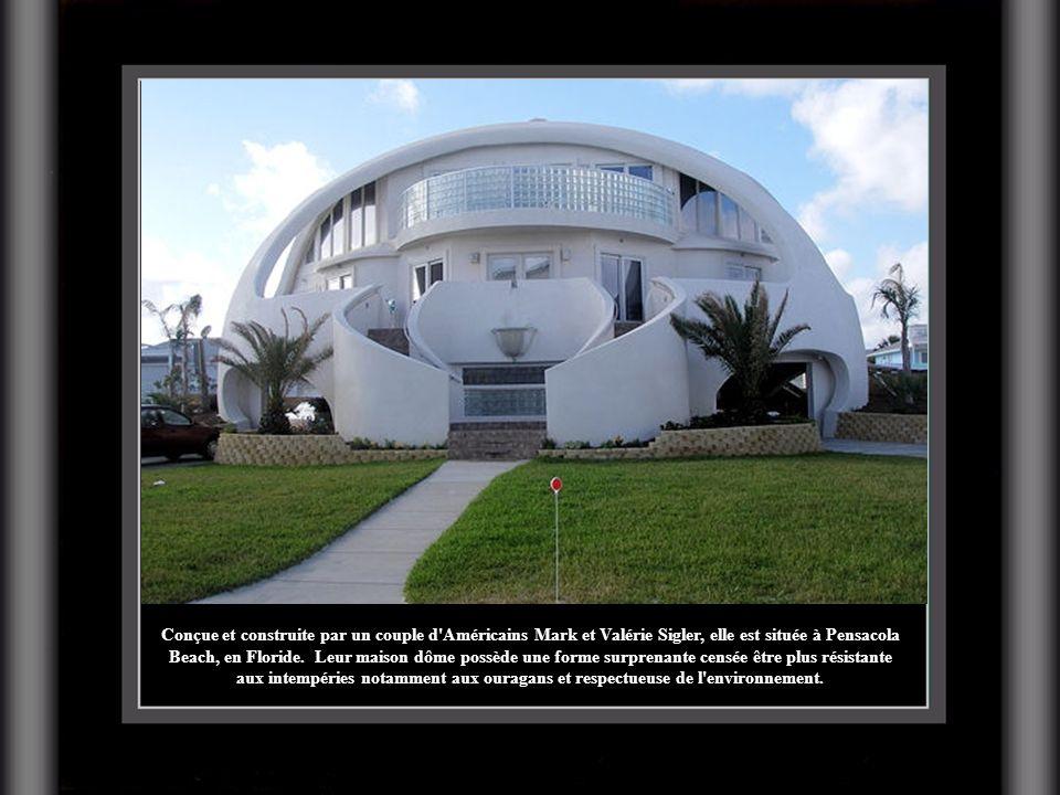 Conçue et construite par un couple d'Américains Mark et Valérie Sigler, elle est située à Pensacola Beach, en Floride. Leur maison dôme possède une fo