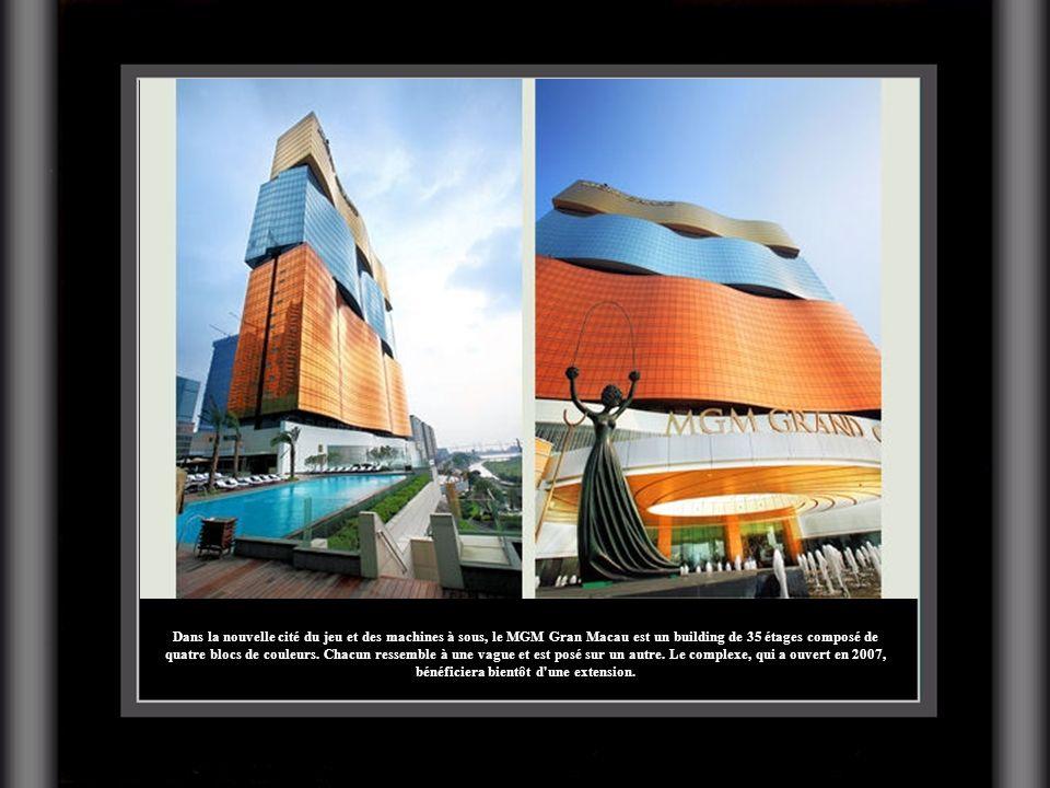 Dans la nouvelle cité du jeu et des machines à sous, le MGM Gran Macau est un building de 35 étages composé de quatre blocs de couleurs. Chacun ressem
