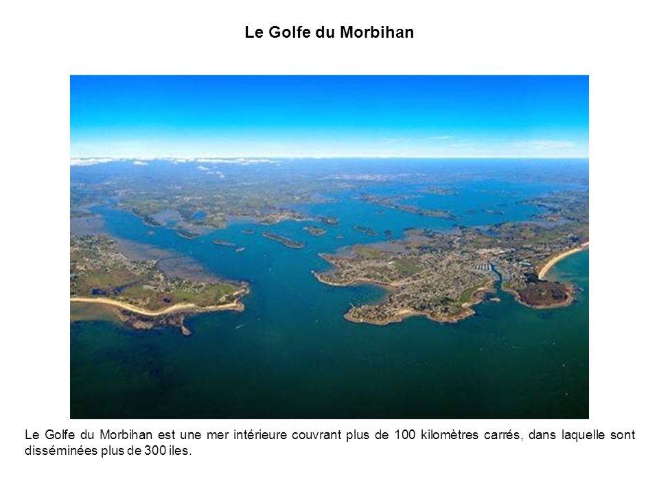 Le Fort de la Latte Dominant la mer de 60 mètres, le Fort de la Latte (14e siècle) est séparé de la terre par deux crevasses que lon franchit par des
