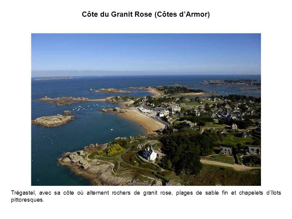 Le Golfe du Morbihan Le Golfe du Morbihan est une mer intérieure couvrant plus de 100 kilomètres carrés, dans laquelle sont disséminées plus de 300 il