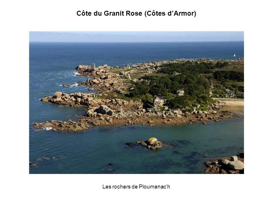 Le phare de Ploumanach (Perros-Guirrec) Côte du Granit Rose (Côtes dArmor)