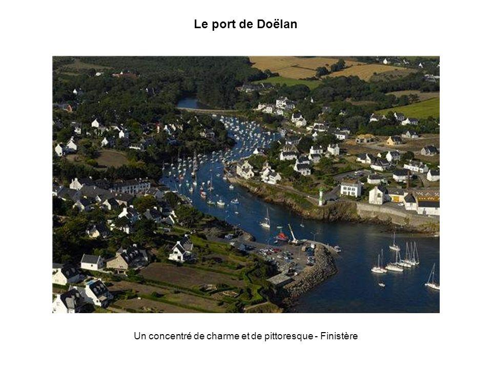 La ria dEtel La ria dEtel, dans le Morbihan, protégée de lOcéan Atlantique par une barre de sable, forme une petite mer intérieure riche dune multitud