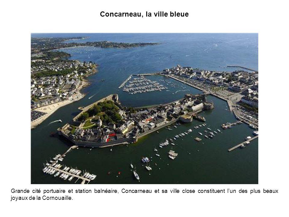 La ria dEtel La ria dEtel, dans le Morbihan, protégée de lOcéan Atlantique par une barre de sable, forme une petite mer intérieure riche dune multitude dîlots.