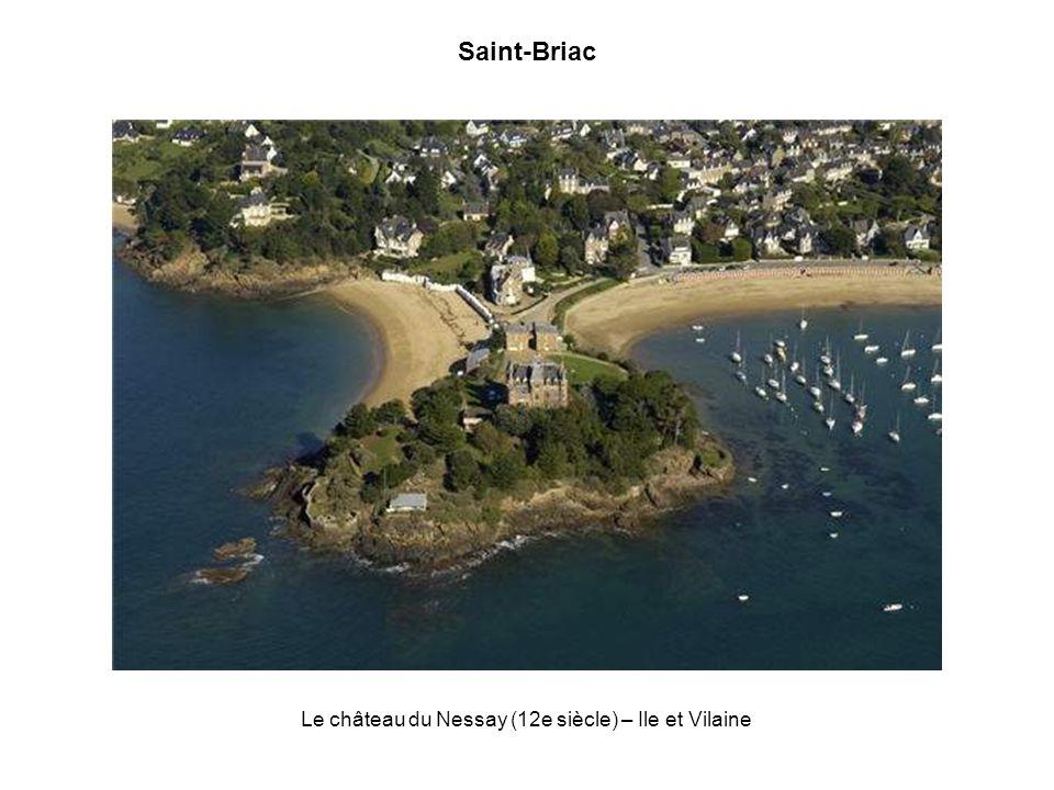 Concarneau, la ville bleue Grande cité portuaire et station balnéaire, Concarneau et sa ville close constituent lun des plus beaux joyaux de la Cornou