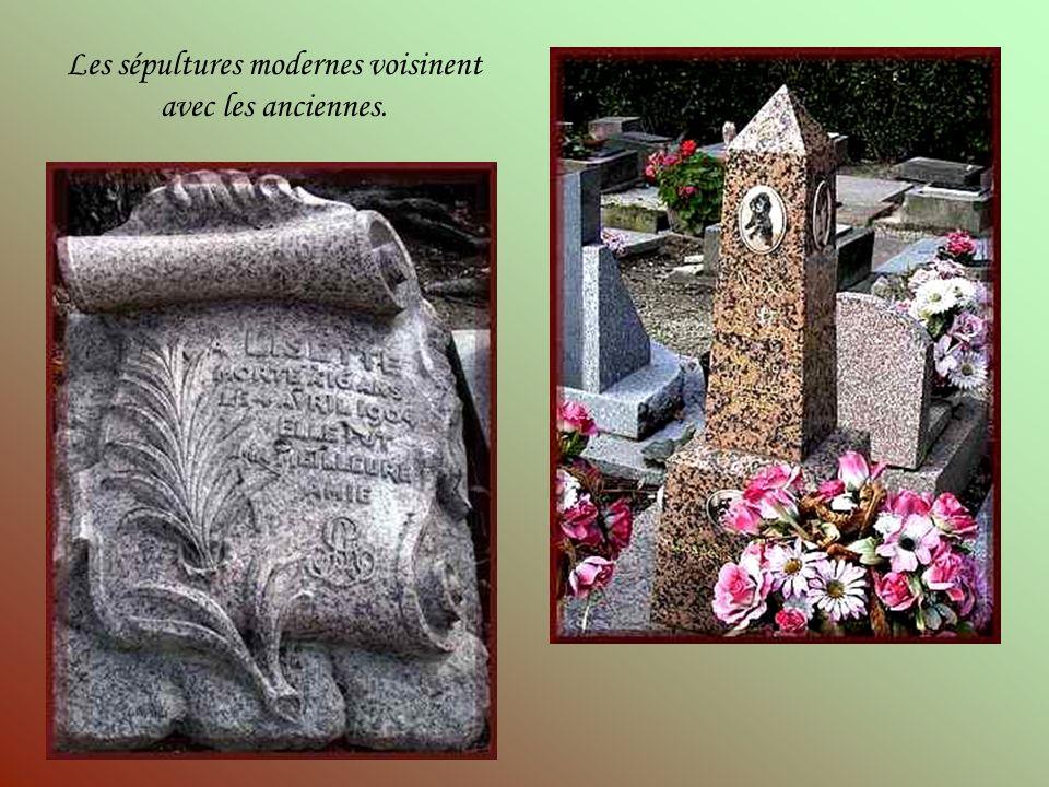 Il est étonnant de voir des tombes quon ne sattend pas à trouver dans un cimetière animalier, tellement elles sont imposantes.