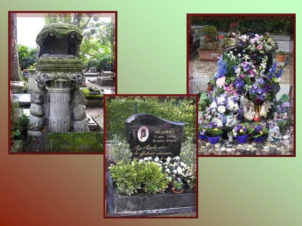 Les sépultures modernes voisinent avec les anciennes.