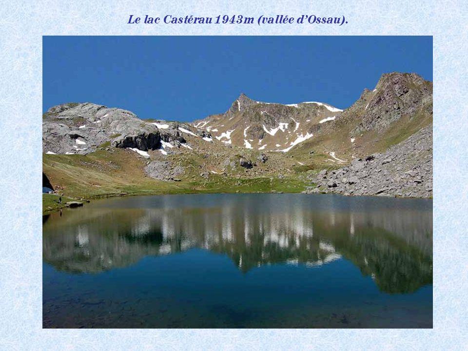 Le lac Gentau 1947m. Merveille de la nature (les lacs des Pyrénées)