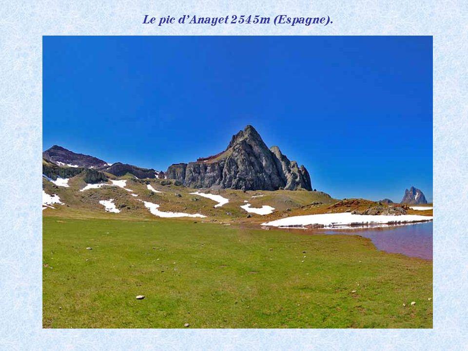 Panorama depuis le Visaurin 2669m (Pyrénées Espagnoles).