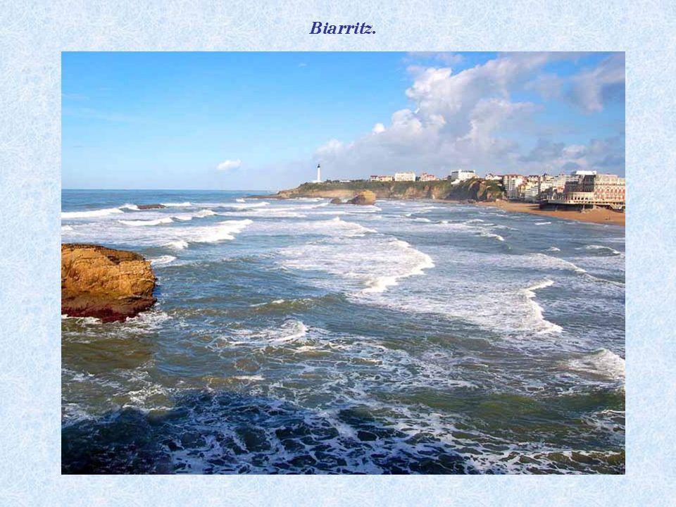 Coucher de soleil sur la plage de Biarritz.