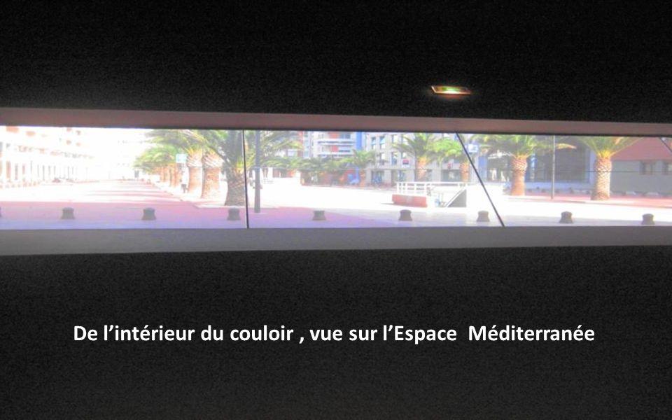 Couloir interne du Grenat : vu sur lEspace Méditerranée De lintérieur du couloir, vue sur lEspace Méditerranée