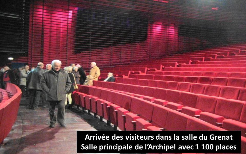 Arrivée des visiteurs dans la salle du Grenat Salle principale de lArchipel avec 1 100 places