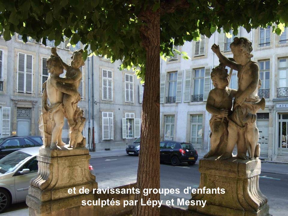 et de ravissants groupes d enfants sculptés par Lépy et Mesny.