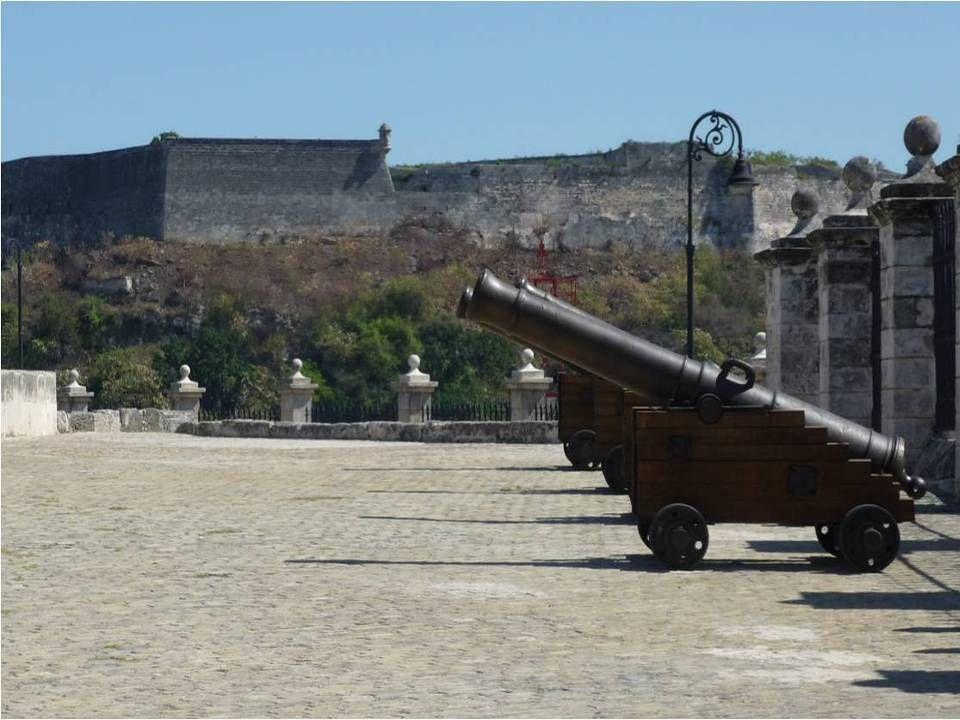 Une petite Forteresse massive qui conserve Un des joyaux de la vieille ville. En accueillant et concentrant ces bateaux Chargés dor, de laine, démerau