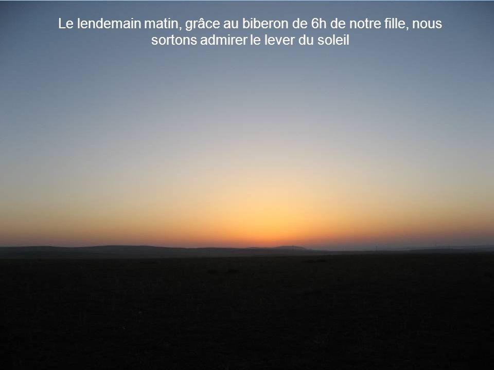 Le lendemain matin, grâce au biberon de 6h de notre fille, nous sortons admirer le lever du soleil