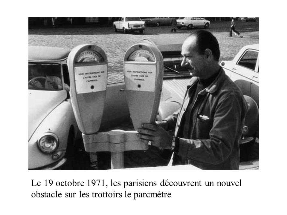 Le 19 octobre 1971, les parisiens découvrent un nouvel obstacle sur les trottoirs le parcmètre