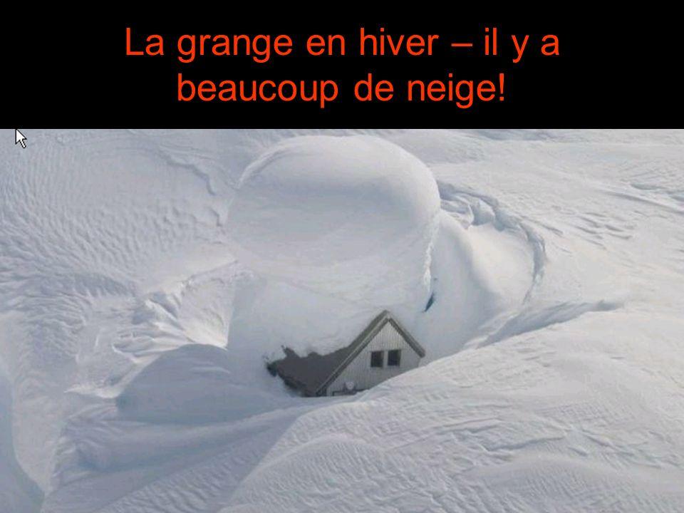 La grange en hiver – il y a beaucoup de neige!