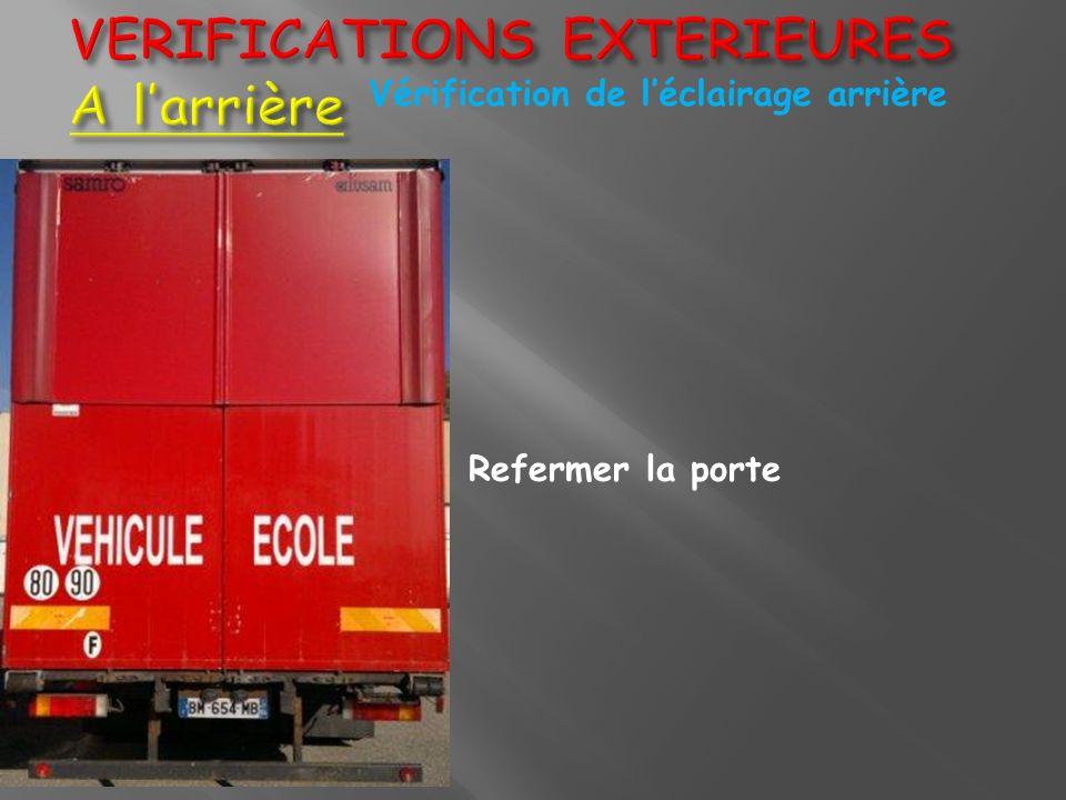 VERIFICATIONS EXTERIEURES A larrière Vérification de léclairage arrière Refermer la porte