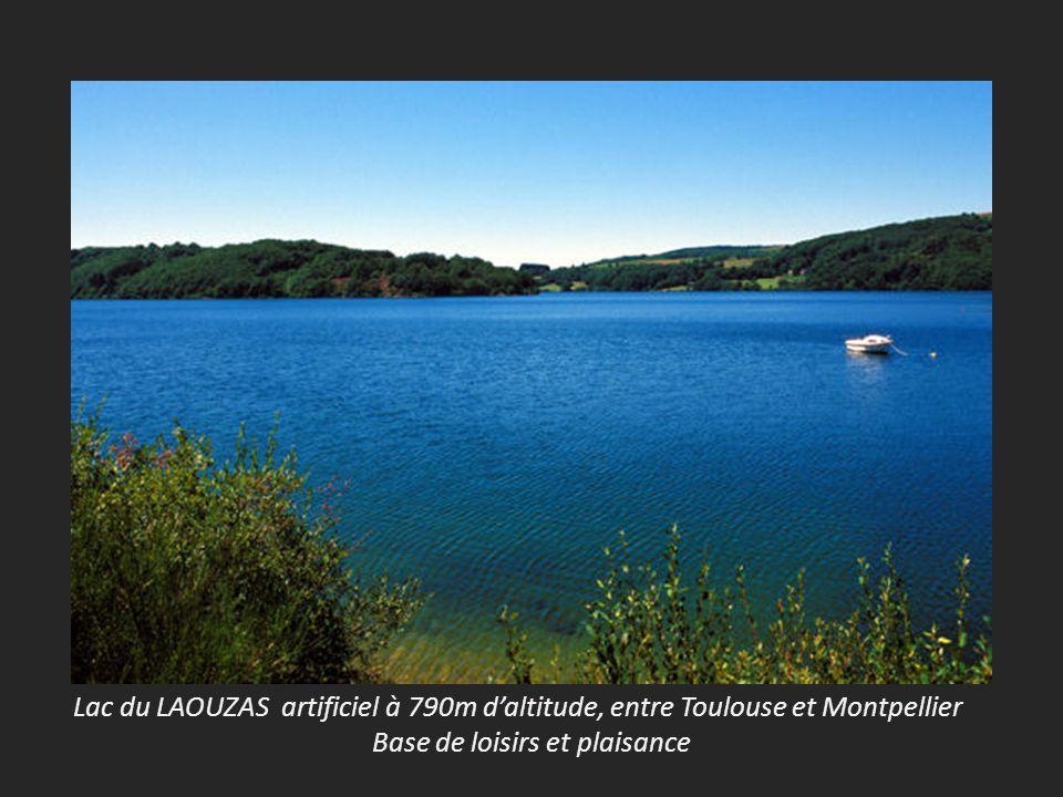 Lac du LAOUZAS artificiel à 790m daltitude, entre Toulouse et Montpellier Base de loisirs et plaisance