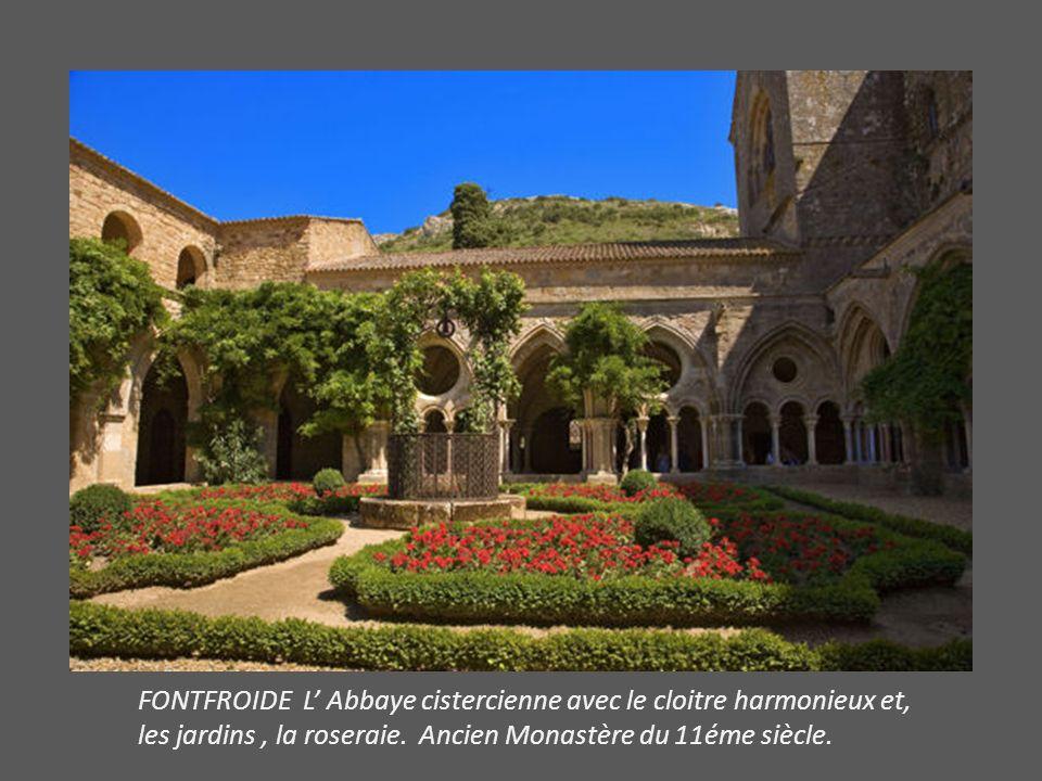 FONTFROIDE L Abbaye cistercienne avec le cloitre harmonieux et, les jardins, la roseraie.