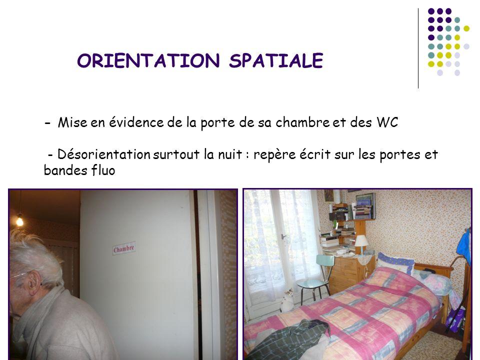 - Mise en évidence de la porte de sa chambre et des WC - Désorientation surtout la nuit : repère écrit sur les portes et bandes fluo ORIENTATION SPATI