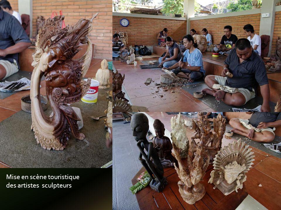 Une production prolifique en peinture ou sur batik