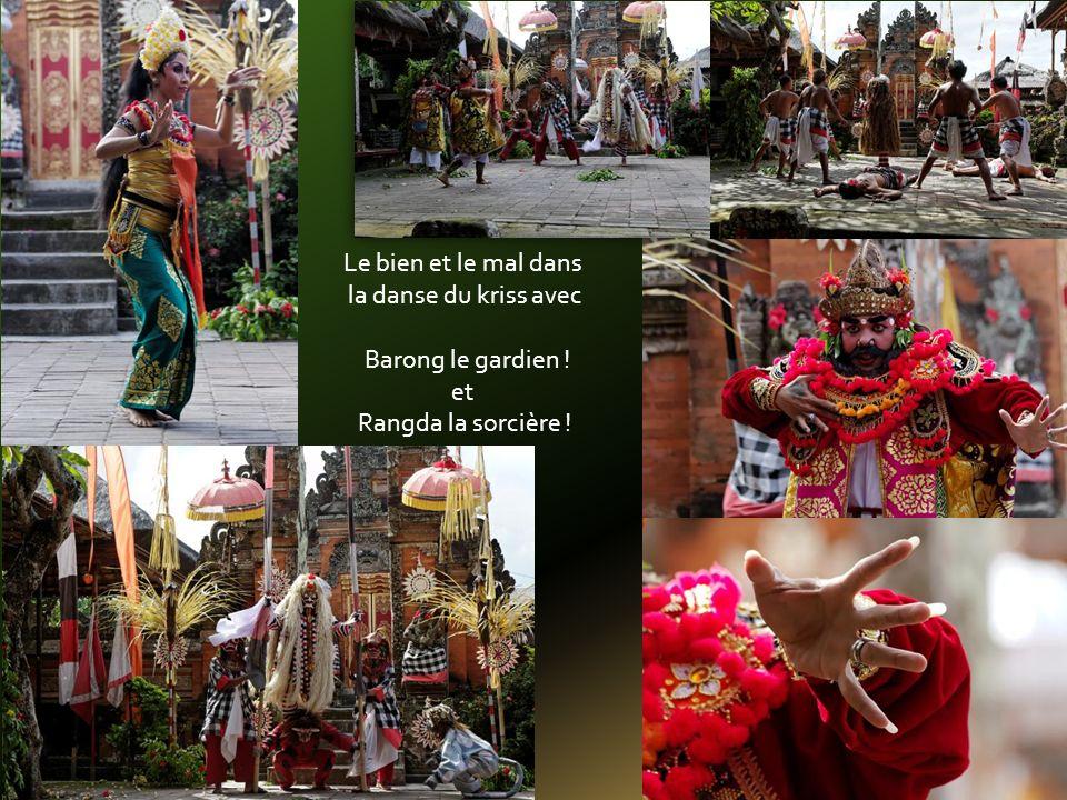Le bien et le mal dans la danse du kriss avec Barong le gardien ! et Rangda la sorcière !