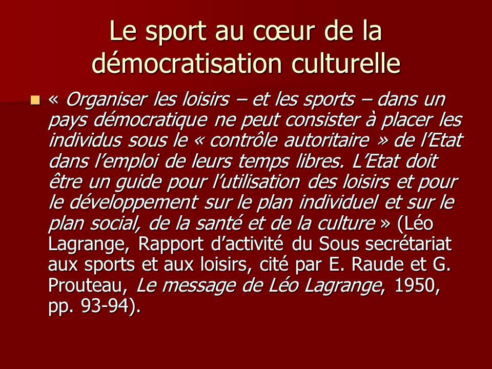 Le sport au cœur de la démocratisation culturelle « Organiser les loisirs – et les sports – dans un pays démocratique ne peut consister à placer les individus sous le « contrôle autoritaire » de lEtat dans lemploi de leurs temps libres.