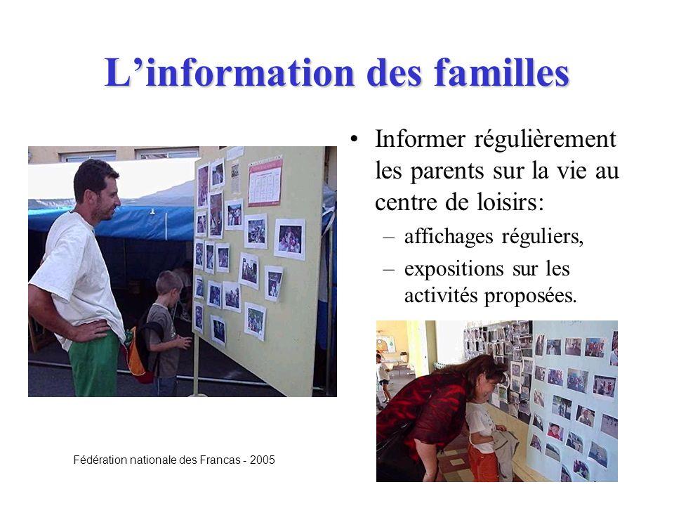 Linformation des familles Informer régulièrement les parents sur la vie au centre de loisirs: –affichages réguliers, –expositions sur les activités pr