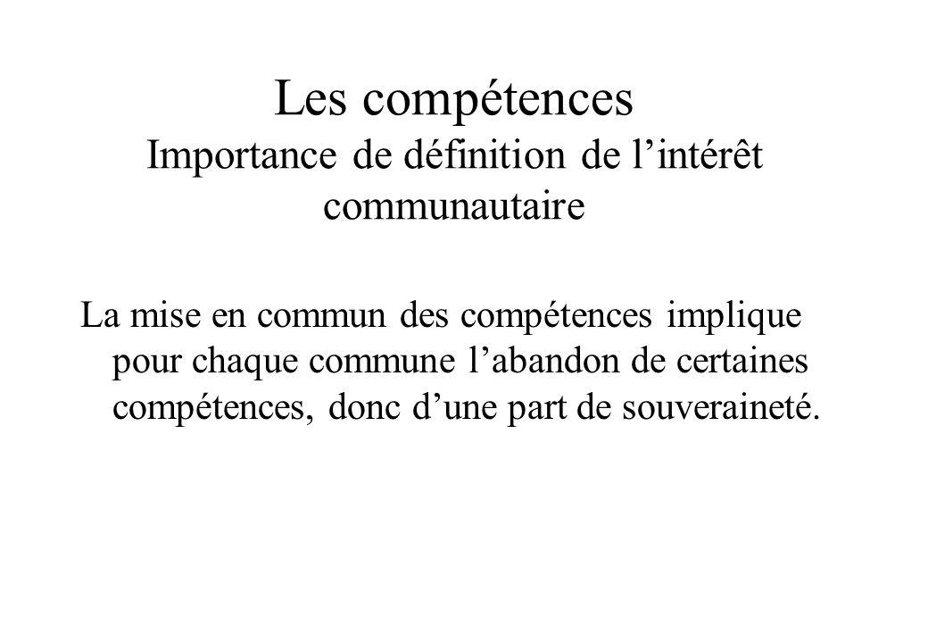 Les compétences Importance de définition de lintérêt communautaire La mise en commun des compétences implique pour chaque commune labandon de certaine