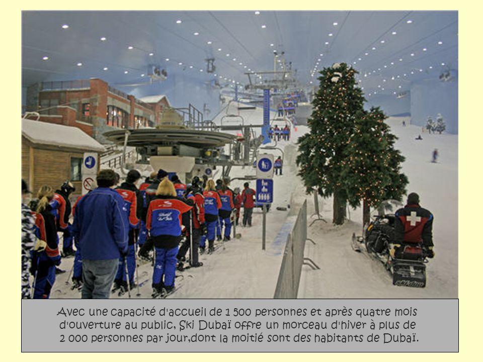 Avec une capacité d accueil de 1 500 personnes et après quatre mois d ouverture au public, Ski Dubaï offre un morceau d hiver à plus de 2 000 personnes par jour,dont la moitié sont des habitants de Dubaï.