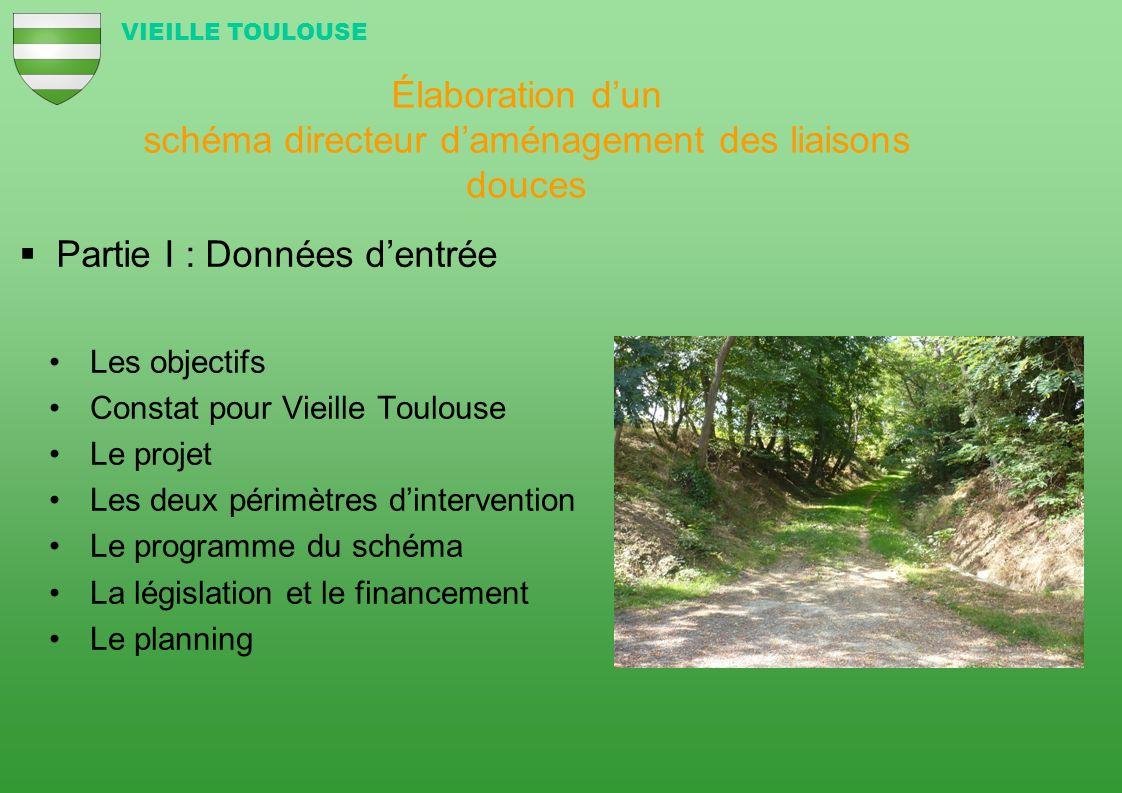 Inventaire qui fait apparaître trois interventions à mener dans le schéma directeur VIEILLE TOULOUSE 3 - Créer un réseau de pistes vertes à partir des chemins existants (VTT et randonnées) 2 - Aménager les éléments structurants (ici un escalier) Fin du sentier descendant depuis la rue des Tilleuls vers le complexe sportif Pas despace pour les piétons sur cette route départementale (CD95) Pas de traversée protégée Le bas du chemin de lEspinas 1 - Sécuriser les zones pour les piétons et les cyclistes