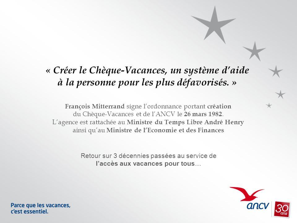 François Mitterrand signe lordonnance portant création du Chèque-Vacances et de lANCV le 26 mars 1982. Lagence est rattachée au Ministre du Temps Libr