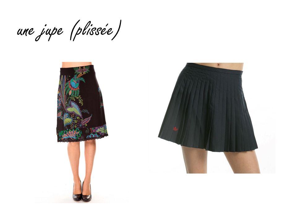 une jupe (plissée)