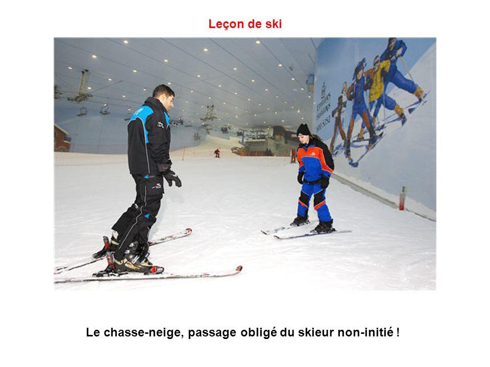Piste de ski à Dubaï (vue intérieure) Pour couvrir les 26 000 m² de surface enneigée, 30 tonnes de neige sont produites chaque jour par un système de