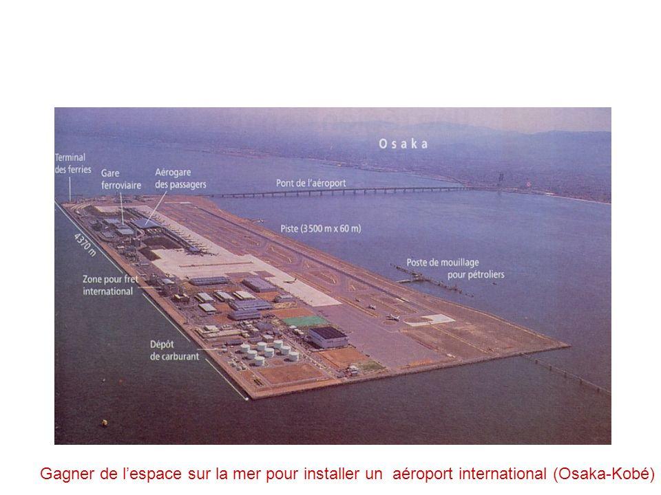 Gagner de lespace sur la mer pour installer un aéroport international (Osaka-Kobé)