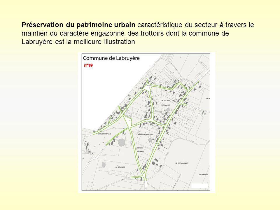 Préservation du patrimoine urbain caractéristique du secteur à travers le maintien du caractère engazonné des trottoirs dont la commune de Labruyère e