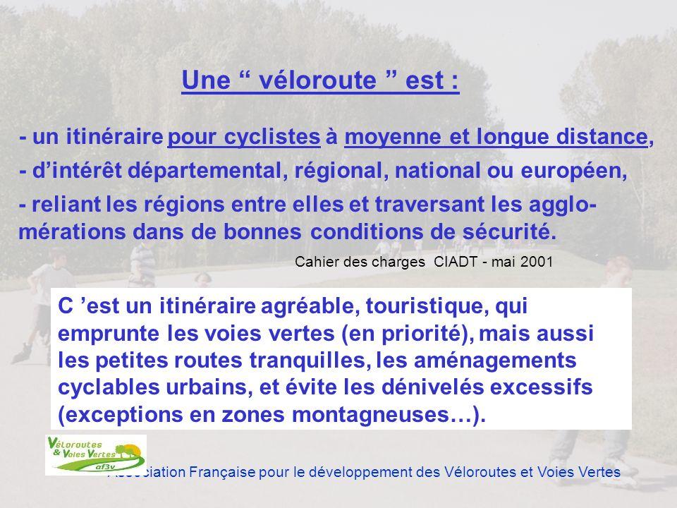Association Française pour le développement des Véloroutes et Voies Vertes C est un itinéraire agréable, touristique, qui emprunte les voies vertes (e