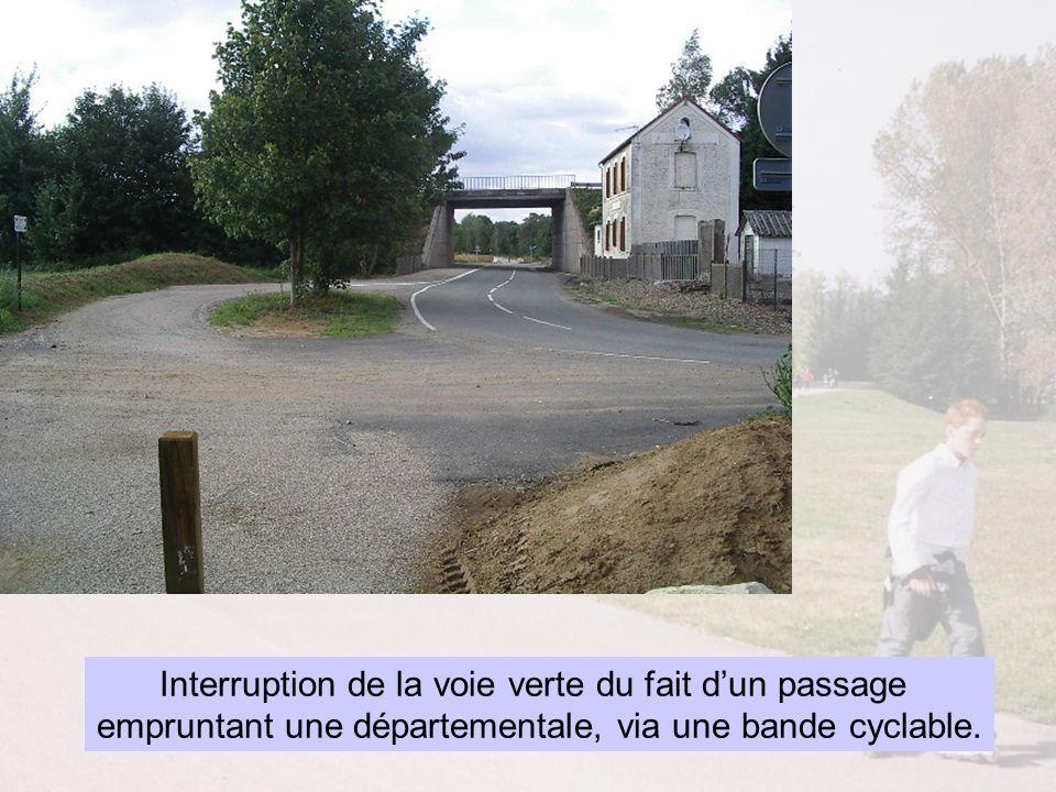 Interruption de la voie verte du fait dun passage empruntant une départementale, via une bande cyclable.