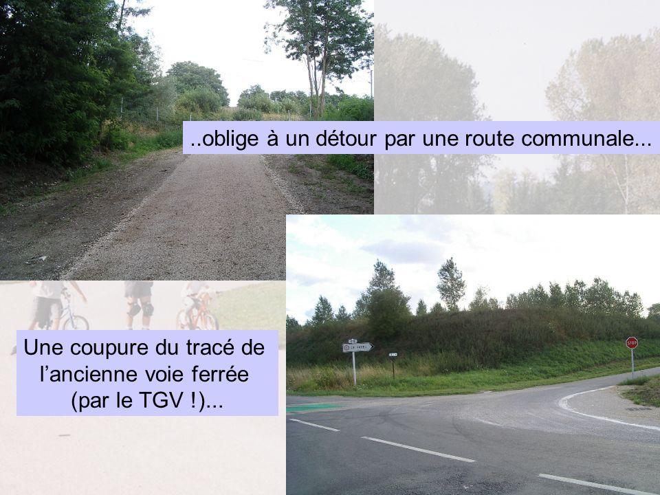 Une coupure du tracé de lancienne voie ferrée (par le TGV !).....oblige à un détour par une route communale...