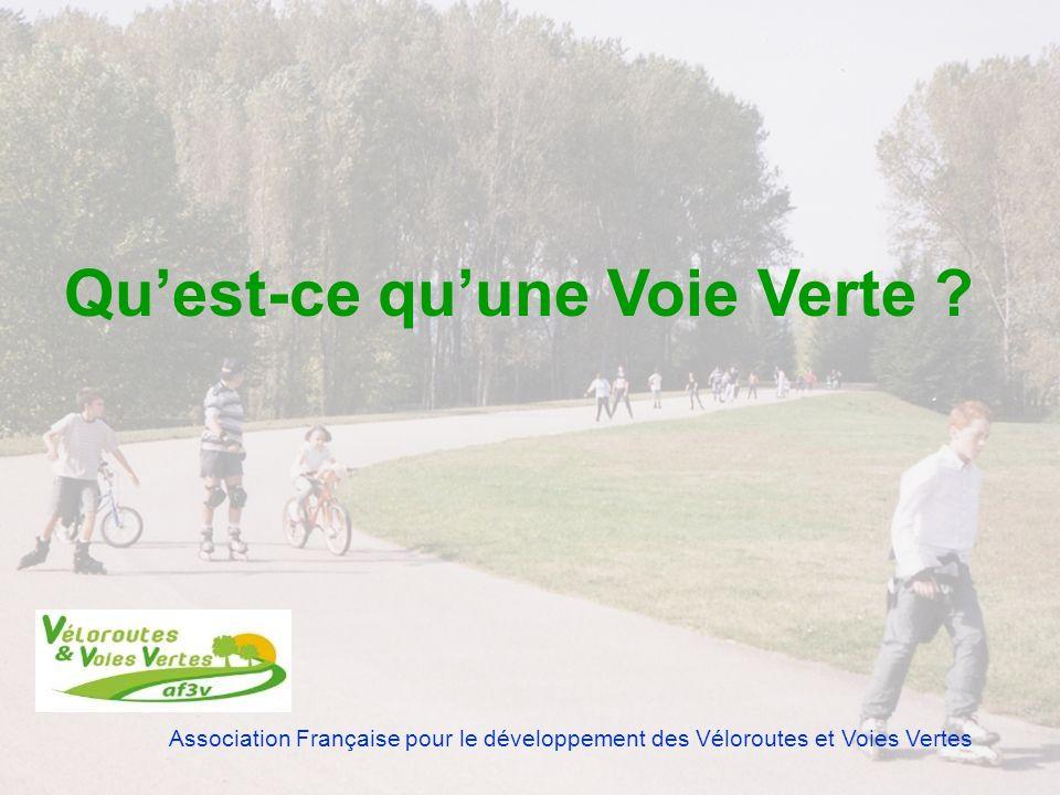 Association Française pour le développement des Véloroutes et Voies Vertes Voie verte : route exclusivement réservée à la circulation des véhicules non motorisés, des piétons et des cavaliers Décret No 2004-998 du 16 septembre 2004 relatif aux voies vertes et modifiant le code de la route Définition officielle récente Code de la route - Art.