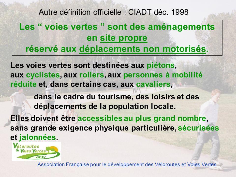 Association Française pour le développement des Véloroutes et Voies Vertes Les voies vertes sont des aménagements en site propre réservé aux déplaceme