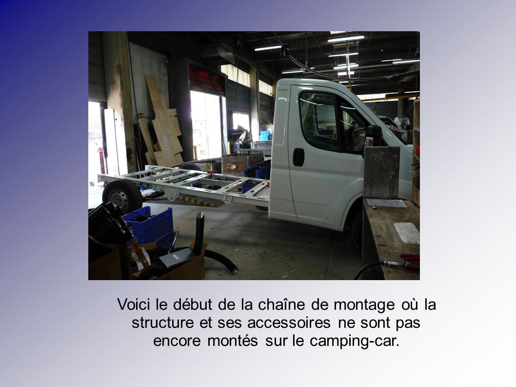 Voici le début de la chaîne de montage où la structure et ses accessoires ne sont pas encore montés sur le camping-car.