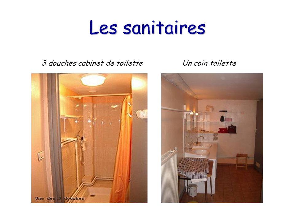 Les sanitaires 3 douches cabinet de toilette Un coin toilette