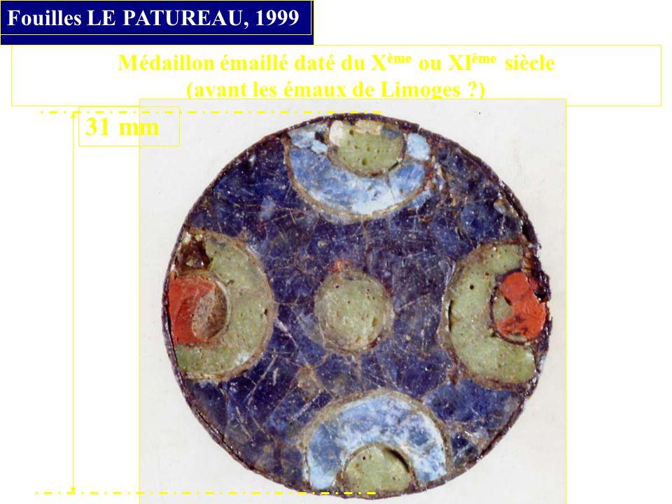 Médaillon émaillé daté du X ème ou XI ème siècle (avant les émaux de Limoges ?) Fouilles LE PATUREAU, 1999 31 mm