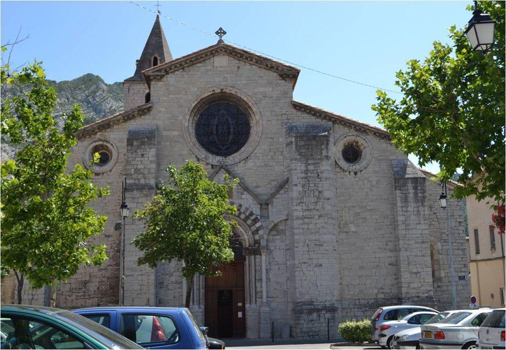 La cathédrale Notre -Dame de Saint-Thyrse, Début construction ( 1160 ), fin des travaux ( 1220 ) Classée monument historique en 1840