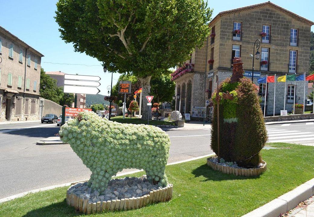 Sisteron est une commune Française qui se situe dans le département des Alpes des Hautes Provence à 485m daltitude, sur les rives de la Durance.