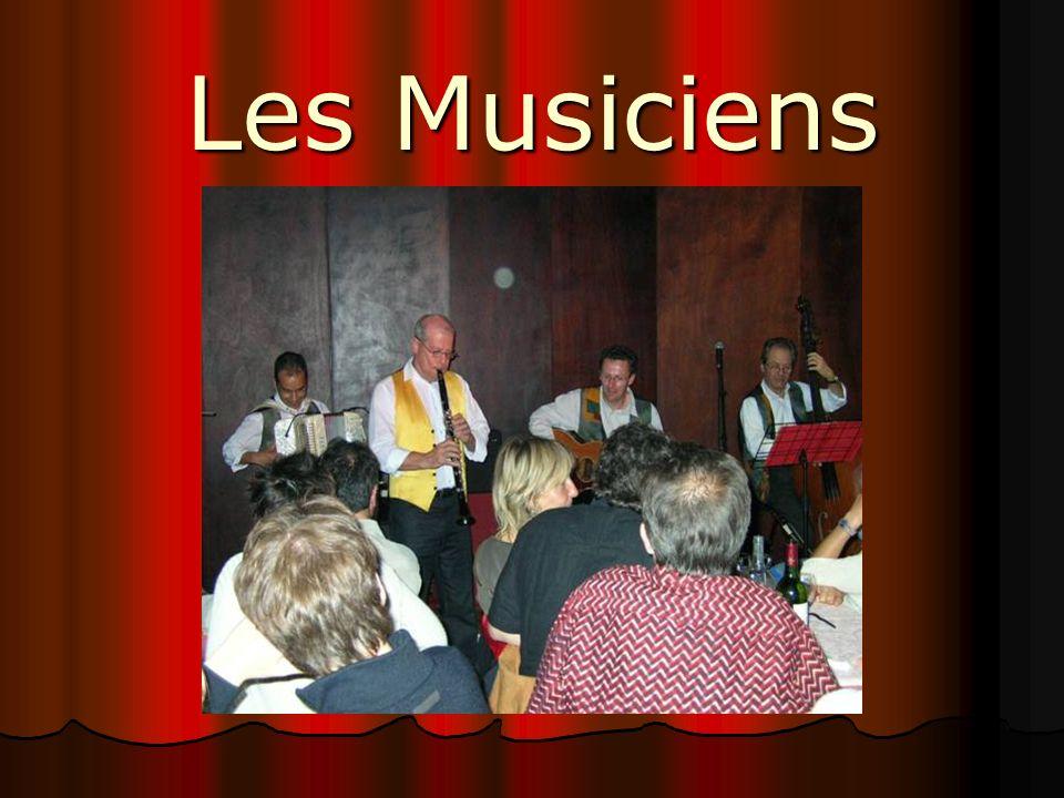 Jean-Pierre VIDAL Clarinette et Violon, lun des fondateurs du groupe, qui fut également directeur de Big Band, et qui a crée récemment le Hot Club du Dauphiné (lantre du jazz classique), et producteur de grands concerts de Gospel.